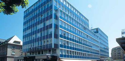 Place des Eaux-Vives A et B