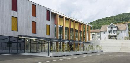 Collège salle de sport et parking