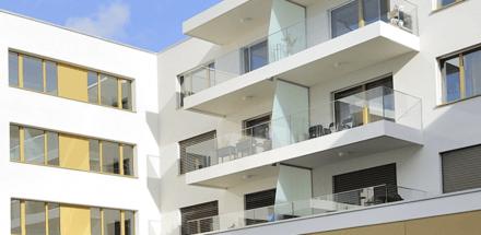 Ce bâtiment au plan quadrangulaire est formé de quatre ailes articulées autour d'un patio central
